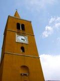 Torre de iglesia amarilla Fotografía de archivo libre de regalías