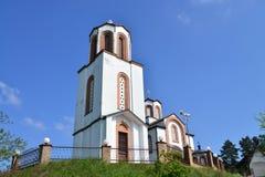 Torre de iglesia blanca de Vrsac Imágenes de archivo libres de regalías