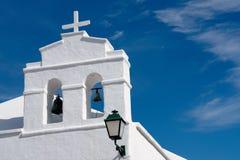 Torre de iglesia blanca, Lanzarote Imagen de archivo libre de regalías