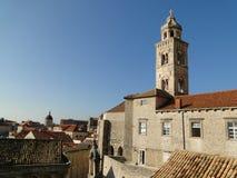 Torre de iglesia dominicana en la ciudad vieja de Dubrovnik Fotos de archivo