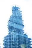 Torre de iglesia en andamio imagenes de archivo