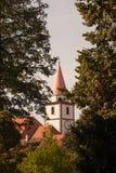 Torre de iglesia en el dinar del ¾ de VaraÅ del fondo Foto de archivo libre de regalías