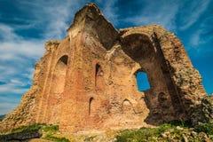 Torre de iglesia en el parque de Scolacium Foto de archivo libre de regalías