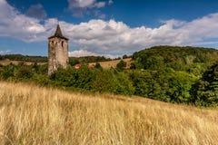 Torre de iglesia sola Imágenes de archivo libres de regalías