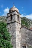 Torre de igreja ortodoxa sérvio imagem de stock