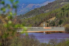 Torre de igreja velha no lago contaminado 2 Fotografia de Stock Royalty Free