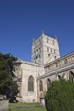 Torre de la abadía de Tewkesbury y yarda del sepulcro Imagen de archivo libre de regalías