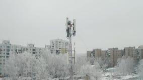Torre de la célula en ciudad metrajes
