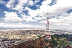 Torre de la difusión de TV de Georgia Tbilisi Fotos de archivo