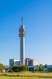 Torre de la difusión de KPN en Haarlem, Países Bajos Imágenes de archivo libres de regalías