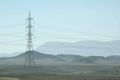 Torre de la electricidad en el desierto de Egipto Fotos de archivo libres de regalías