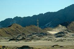 Torre de la electricidad en el desierto de Egipto Imágenes de archivo libres de regalías