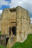 Torre de la entrada del castillo de Warkworth foto de archivo