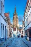 Torre de la iglesia de nuestra señora Bruges imágenes de archivo libres de regalías