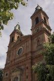 Torre de la iglesia de St Wenceslao en Praga Fotografía de archivo