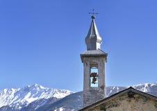 Torre de la iglesia en montaña Imagen de archivo libre de regalías