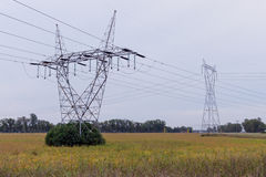 Torre de la línea eléctrica Imagenes de archivo