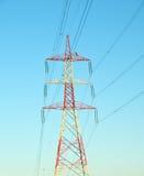 Torre de la línea eléctrica pesada imagenes de archivo
