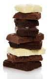 Torre de la leche porosa de diversos pedazos y del chocolate negro aislados Imagen de archivo libre de regalías