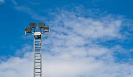 Torre de la luz del proyector o de inundación Fotografía de archivo