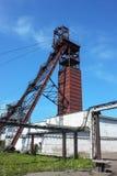 Torre de la mina de carbón en el cielo azul Foto de archivo libre de regalías