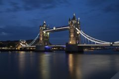 Torre de la novia de Londres en la noche fotos de archivo libres de regalías