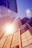 Torre de la oficina en el sol Imágenes de archivo libres de regalías