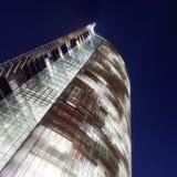 Torre de la oficina por noche Imágenes de archivo libres de regalías