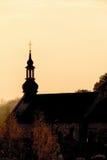 Torre de la pequeña iglesia del ladrillo Lugar de culto Imagenes de archivo