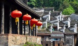 Torre de la puerta y río del norte de Tuojiang en Fenghuang, provincia de Hunán, China foto de archivo libre de regalías