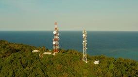 Torre de la telecomunicaci?n, antena de la comunicaci?n en Asia metrajes
