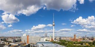 Torre de la televisión de Fernsehturm, opiniones de Berlín, Alemania fotos de archivo libres de regalías