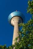 Torre de la televisión de Fernsehturm Rheinturm en sseldorf del ¼ de DÃ Imagen de archivo libre de regalías