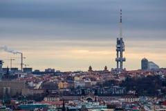 Torre de la televisión de Zizkov en Praga, República Checa Foto de archivo