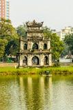 Torre de la tortuga en el lago Hoan Kiem de Hanoi fotos de archivo libres de regalías