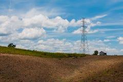 Torre de la transmisión en la montaña imagen de archivo