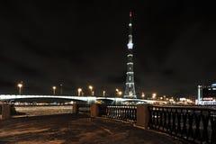 Torre de la TV en St Petersburg y las vistas del Kantemirovsky Foto de archivo