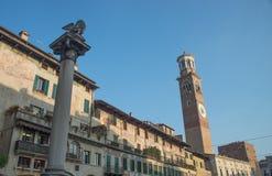Torre de Lamberti em Signori da praça em Verona Fotografia de Stock Royalty Free