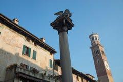 Torre de Lamberti em Signori da praça em Verona Foto de Stock Royalty Free
