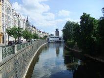 Torre de las melenas sobre el río de Moldava Imagen de archivo