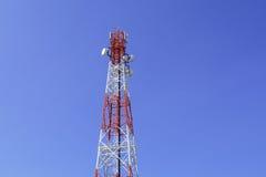 Torre de las telecomunicaciones Fotos de archivo libres de regalías