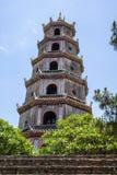 Torre de Linh Mu Pagoda - el Hué, Vietnam, Asia imagenes de archivo