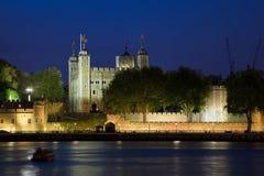 Torre de Londres en la noche Foto de archivo libre de regalías