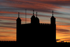 Torre de Londres en la puesta del sol Imágenes de archivo libres de regalías