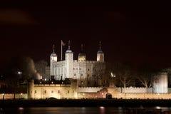 Torre de Londres por noche Fotografía de archivo libre de regalías