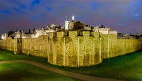 Torre de Londres, Reino Unido - opinión de la noche Foto de archivo libre de regalías