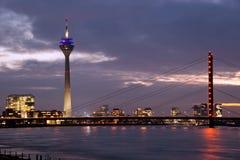 Torre de los media y puente del Rin Imágenes de archivo libres de regalías