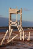 Torre de madeira branca na praia Imagem de Stock Royalty Free