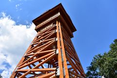 A torre de madeira grande da vigia fotos de stock royalty free