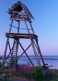 Torre de madera en el mar fotografía de archivo libre de regalías